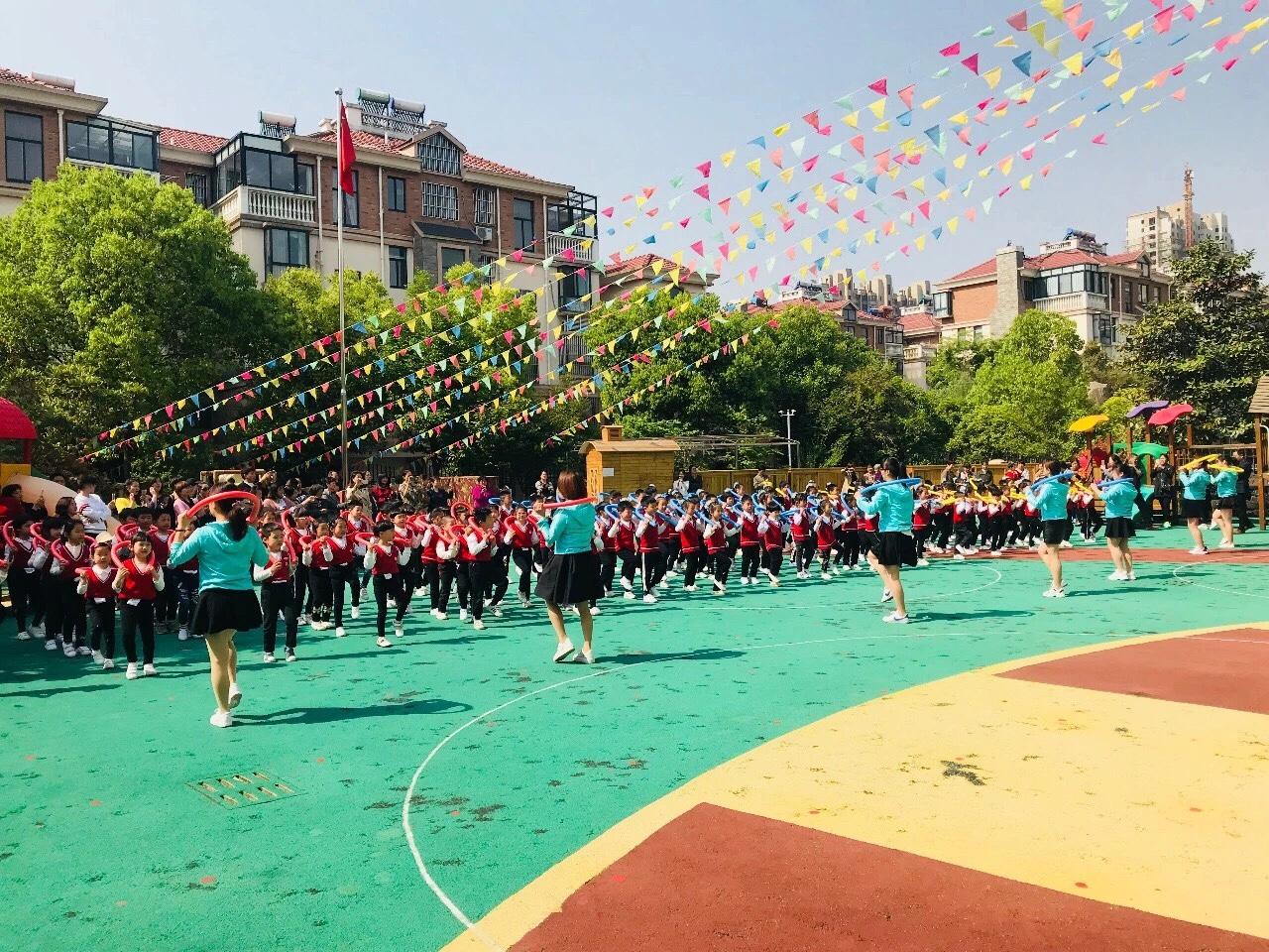 阳光锻炼,快乐早操 ——小太阳艺术幼儿园早操评比活动